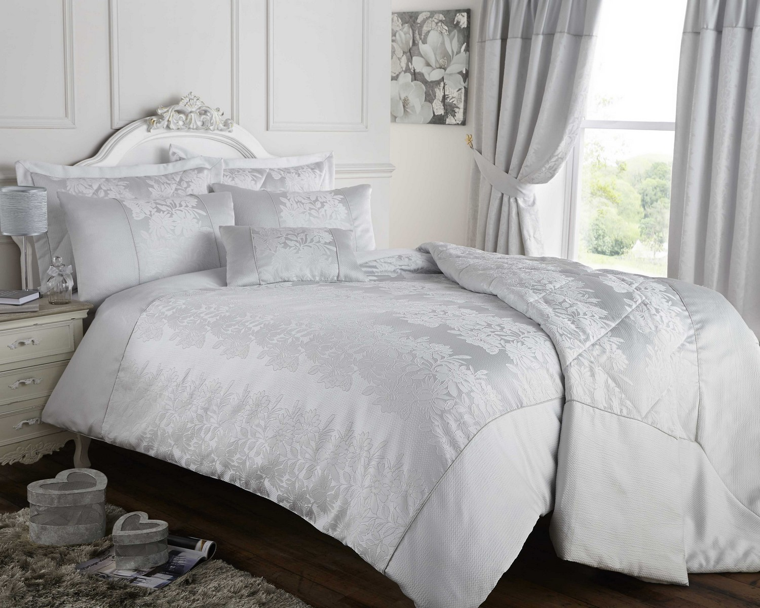 Bedding sets make it simple to purchase the bedding items you need all in one convenient package. The options we have available include bed-in-a-bag sets, comforter sets, quilt and bedspread sets, duvet sets and kids' bedding sets.